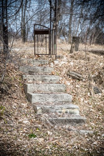 Photo of a gate and concrete steps by Ottawa photographer Danielle Donders